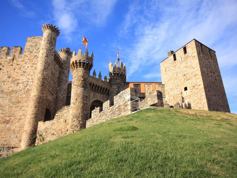 """""""Misteriosos libros templarios"""" exposición temporal en la Biblioteca Templaria del Castillo de Ponferrada"""