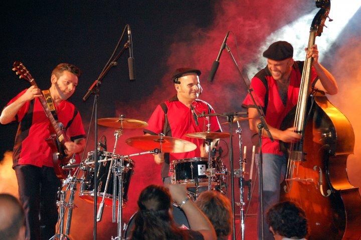 07-fever-band