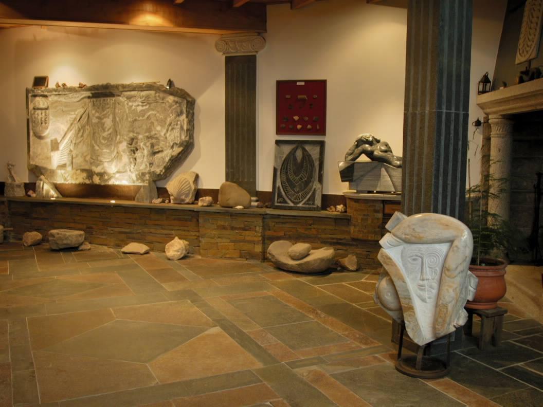 Exposición de artesanía en piedra