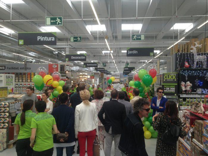 La cadena Akí abre su nueva tienda en Ponferrada 5