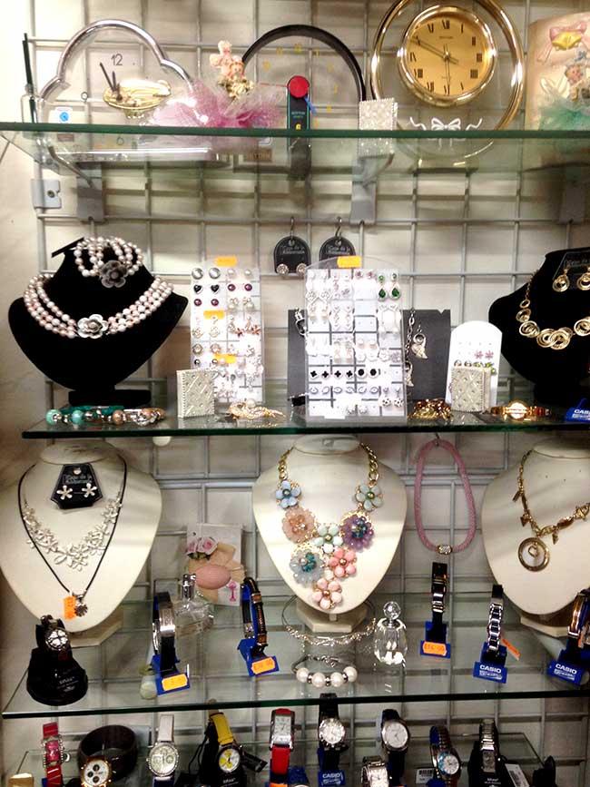 'Eurocien' ,la tienda donde encontrar de todo en Vega de Espinareda 7
