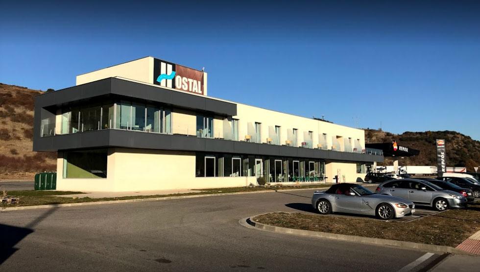 El Supercargador de coches eléctricos Tesla en El Bierzo ya tiene su espacio 3