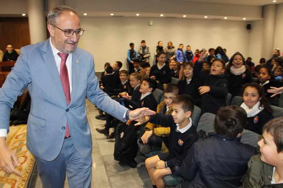 Los niños de Ponferrada visitan el Ayuntamiento con motivo del Día de la Constitución Española 4