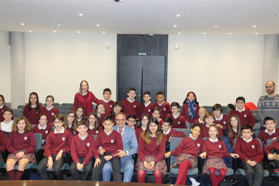 Los niños de Ponferrada visitan el Ayuntamiento con motivo del Día de la Constitución Española 5