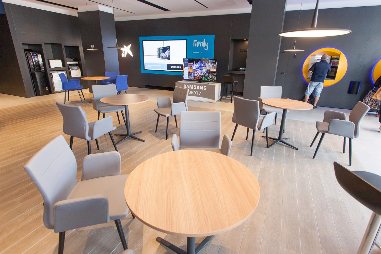 CaixaBank ocupará con un Caixa Store el antiguo Bershka de Gómez Núñez y Pili Carrera en Camino de Santiago 4