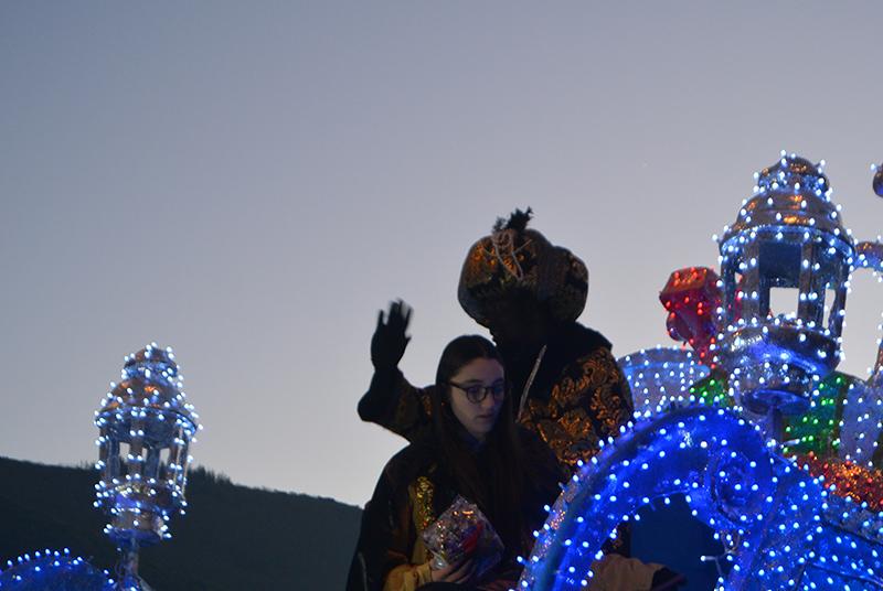 Sus Majestades los Reyes Magos de Oriente pasean por la ciudad en el tradicional desfile 23