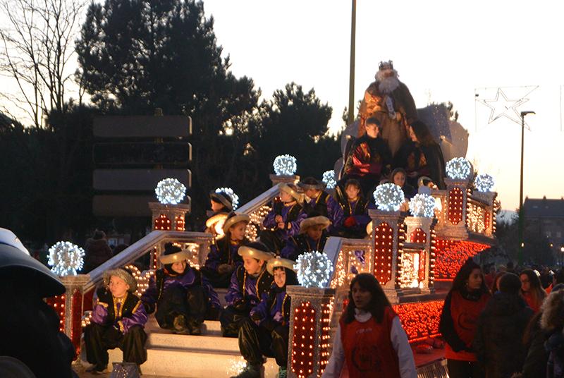 Sus Majestades los Reyes Magos de Oriente pasean por la ciudad en el tradicional desfile 21