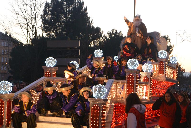 Sus Majestades los Reyes Magos de Oriente pasean por la ciudad en el tradicional desfile 20