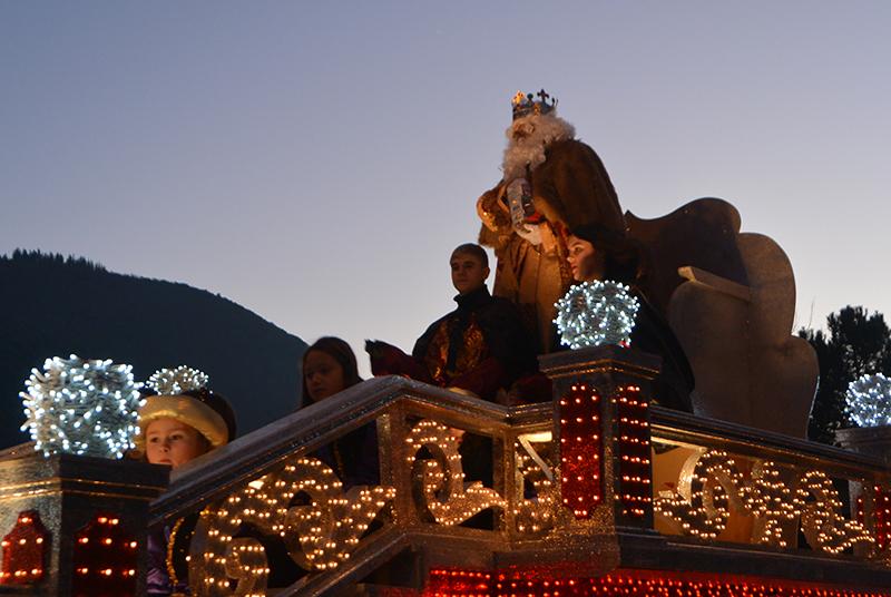 Sus Majestades los Reyes Magos de Oriente pasean por la ciudad en el tradicional desfile 18