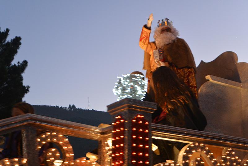 Sus Majestades los Reyes Magos de Oriente pasean por la ciudad en el tradicional desfile 17