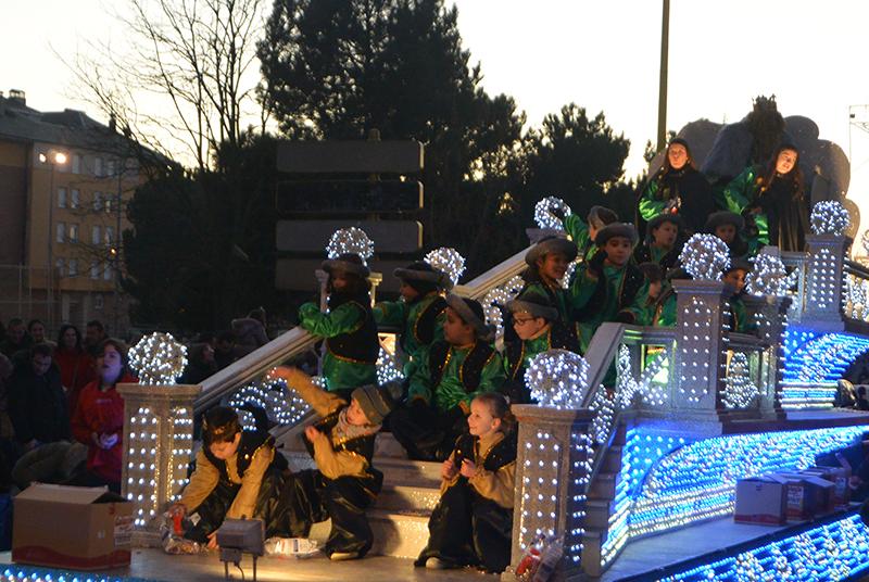 Sus Majestades los Reyes Magos de Oriente pasean por la ciudad en el tradicional desfile 16