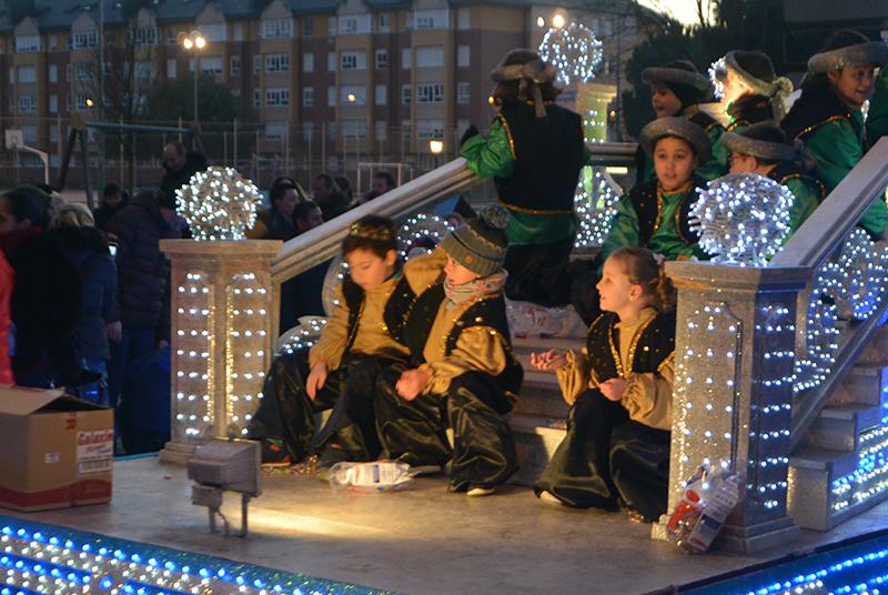 Sus Majestades los Reyes Magos de Oriente pasean por la ciudad en el tradicional desfile 15