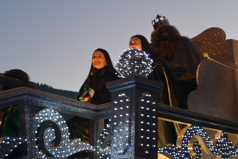 Sus Majestades los Reyes Magos de Oriente pasean por la ciudad en el tradicional desfile 13