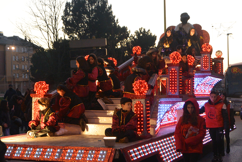 Sus Majestades los Reyes Magos de Oriente pasean por la ciudad en el tradicional desfile 12