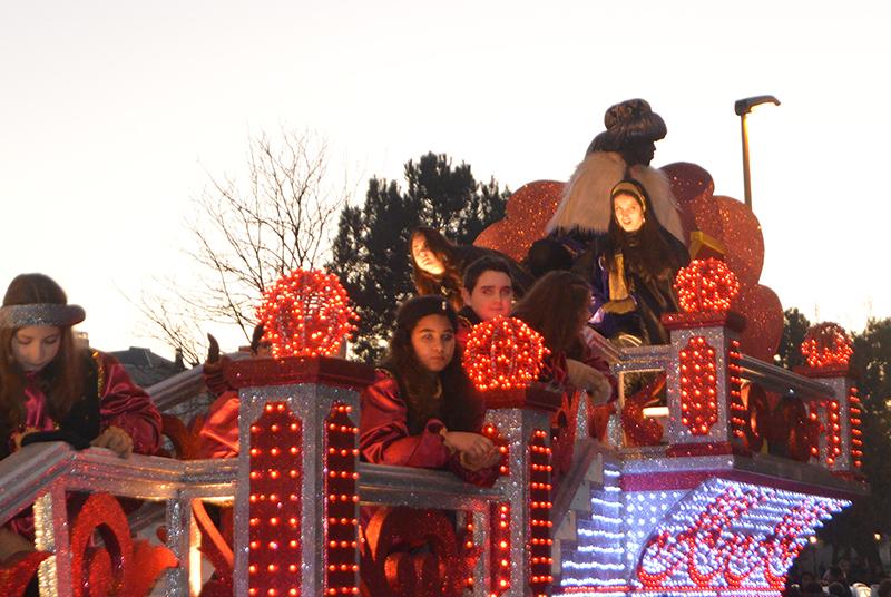 Sus Majestades los Reyes Magos de Oriente pasean por la ciudad en el tradicional desfile 11