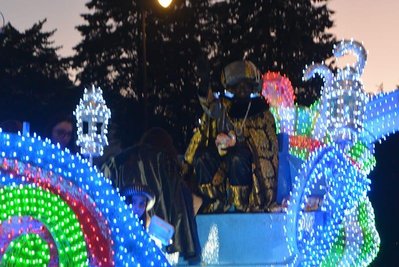 Sus Majestades los Reyes Magos de Oriente pasean por la ciudad en el tradicional desfile 3