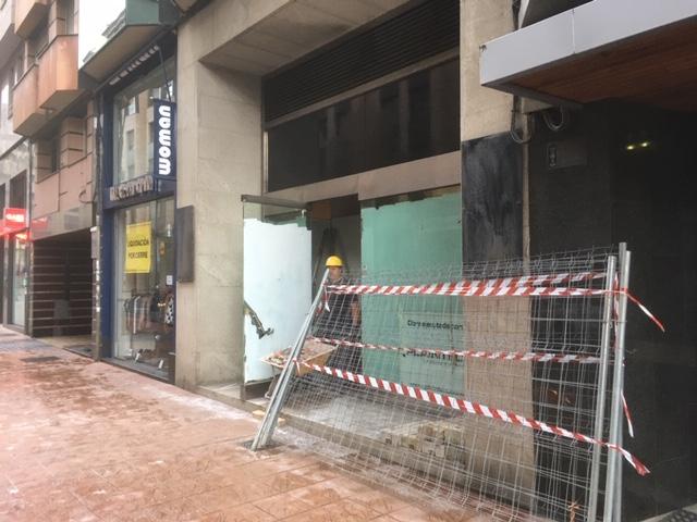 CaixaBank ocupará con un Caixa Store el antiguo Bershka de Gómez Núñez y Pili Carrera en Camino de Santiago 3
