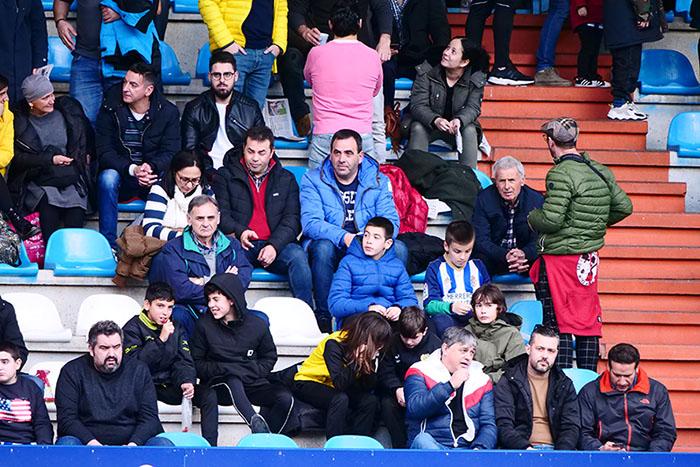 FOTOGALERÍA // La grada de El Toralín disfruta de una tarde de victoria ante el Huesca 96