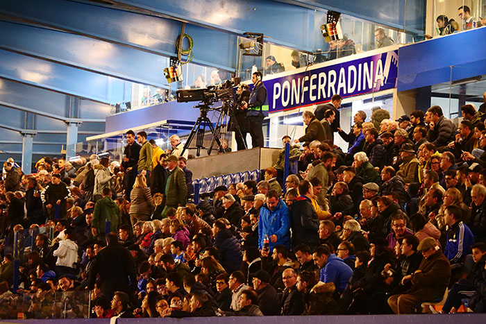 FOTOGALERÍA // La grada de El Toralín disfruta de una tarde de victoria ante el Huesca 135