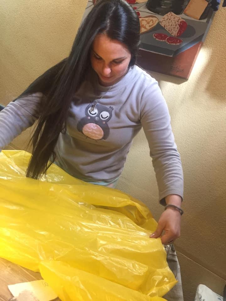 La Asociación Rosa del Sil de Matarrosa fabrica Batas desechables para el Hospital del Bierzo 2