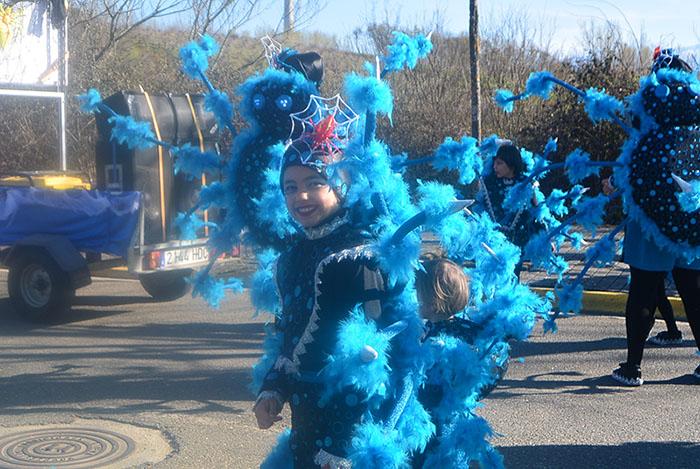 Álbum de fotos: El sol acompaña al Carnaval de Cubillos del Sil 3