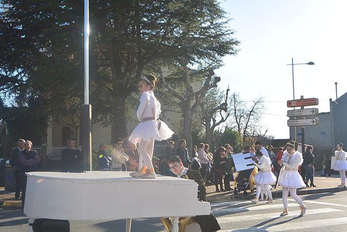 Álbum de fotos: El sol acompaña al Carnaval de Cubillos del Sil 5