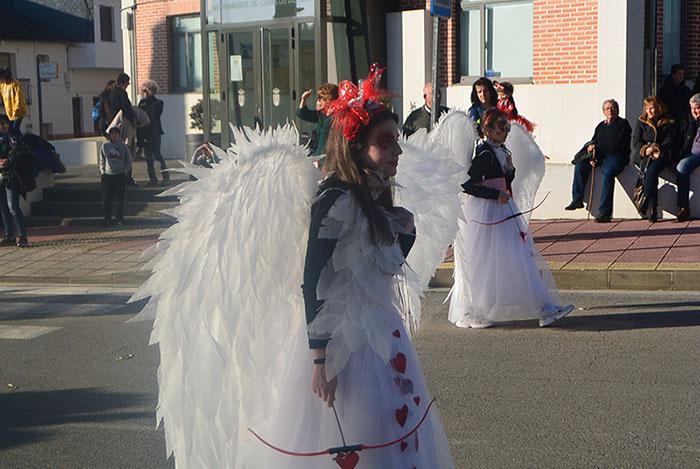 Álbum de fotos: El sol acompaña al Carnaval de Cubillos del Sil 13