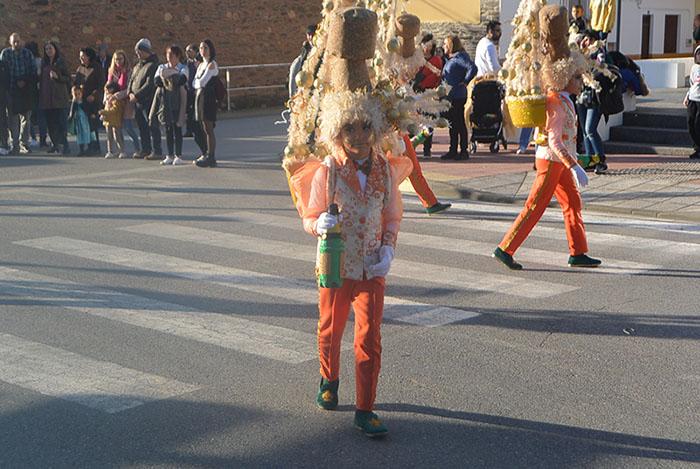 Álbum de fotos: El sol acompaña al Carnaval de Cubillos del Sil 16