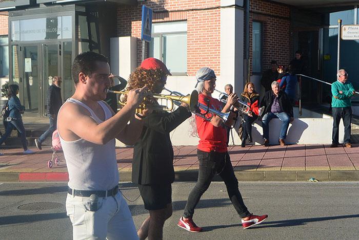 Álbum de fotos: El sol acompaña al Carnaval de Cubillos del Sil 19