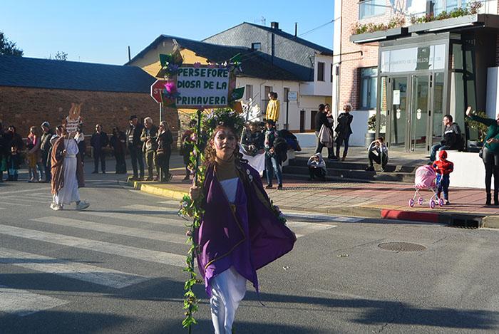 Álbum de fotos: El sol acompaña al Carnaval de Cubillos del Sil 25