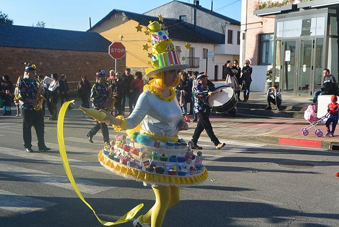 Álbum de fotos: El sol acompaña al Carnaval de Cubillos del Sil 30