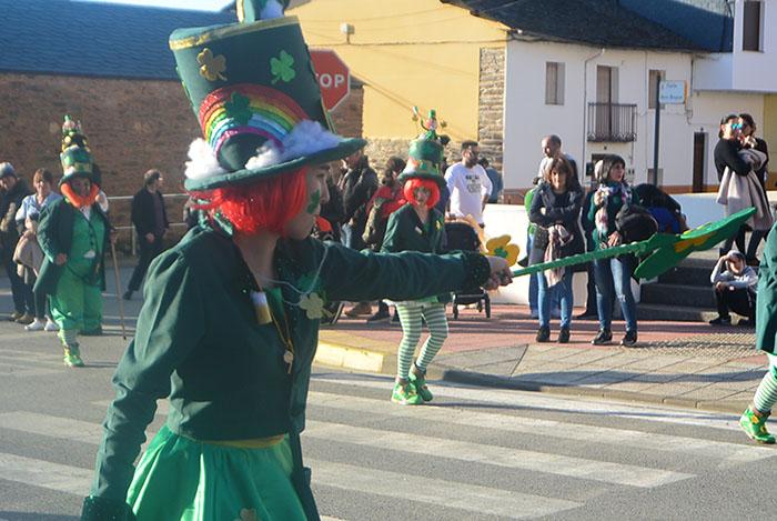 Álbum de fotos: El sol acompaña al Carnaval de Cubillos del Sil 32