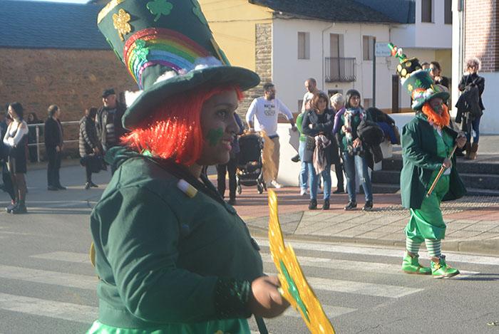 Álbum de fotos: El sol acompaña al Carnaval de Cubillos del Sil 34