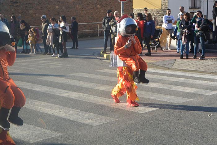 Álbum de fotos: El sol acompaña al Carnaval de Cubillos del Sil 44