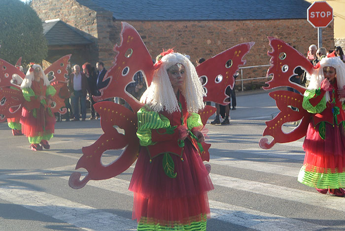 Álbum de fotos: El sol acompaña al Carnaval de Cubillos del Sil 51