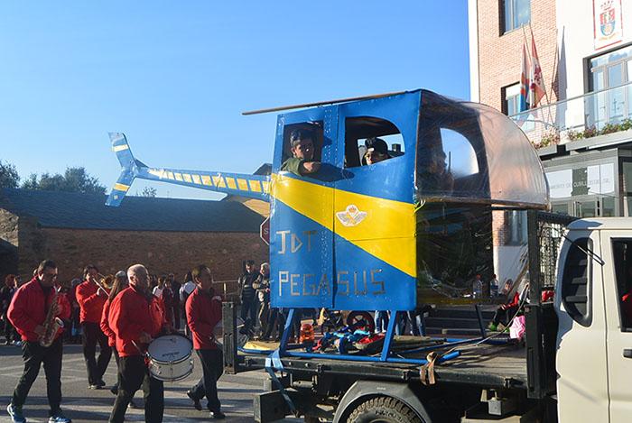 Álbum de fotos: El sol acompaña al Carnaval de Cubillos del Sil 53