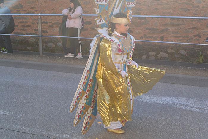 Álbum de fotos: El sol acompaña al Carnaval de Cubillos del Sil 55