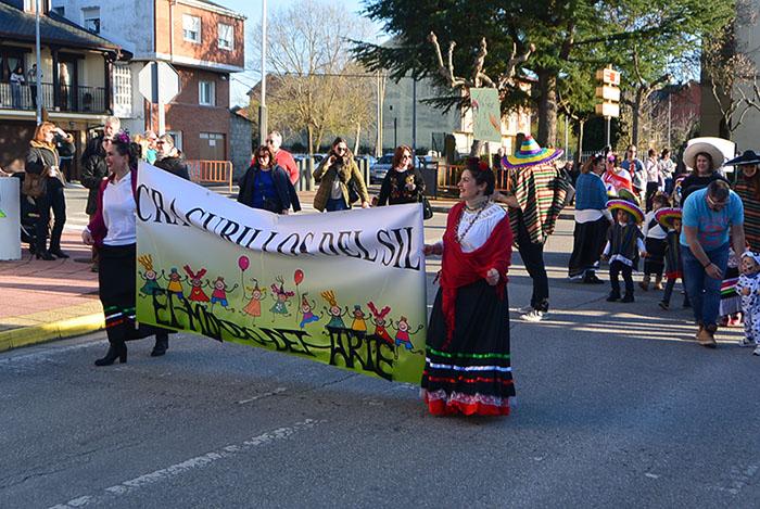 Álbum de fotos: El sol acompaña al Carnaval de Cubillos del Sil 58