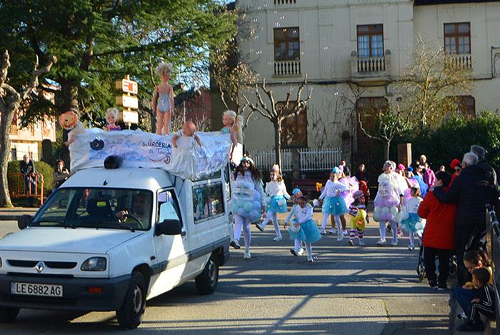 Álbum de fotos: El sol acompaña al Carnaval de Cubillos del Sil 62