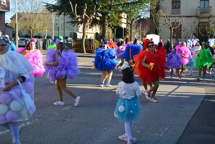 Álbum de fotos: El sol acompaña al Carnaval de Cubillos del Sil 64