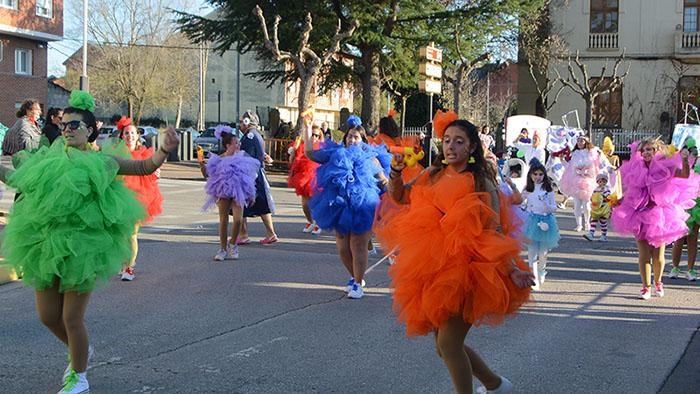 Álbum de fotos: El sol acompaña al Carnaval de Cubillos del Sil 65