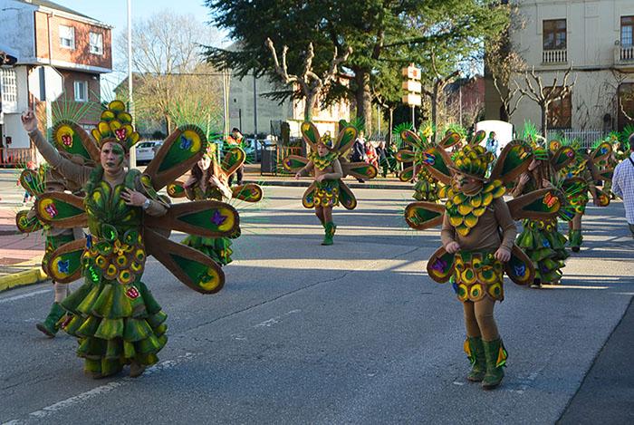 Álbum de fotos: El sol acompaña al Carnaval de Cubillos del Sil 72