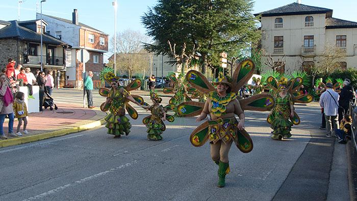 Álbum de fotos: El sol acompaña al Carnaval de Cubillos del Sil 73