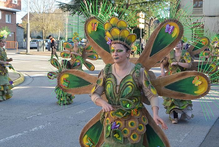 Álbum de fotos: El sol acompaña al Carnaval de Cubillos del Sil 74