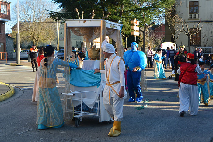 Álbum de fotos: El sol acompaña al Carnaval de Cubillos del Sil 76