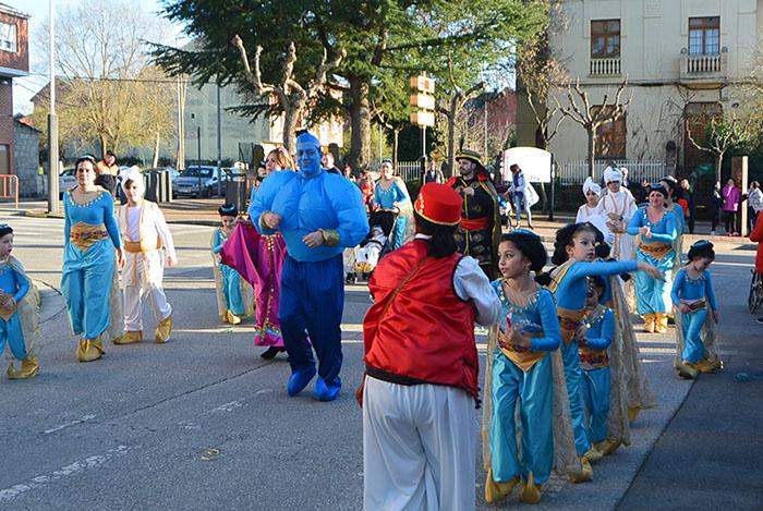 Álbum de fotos: El sol acompaña al Carnaval de Cubillos del Sil 77