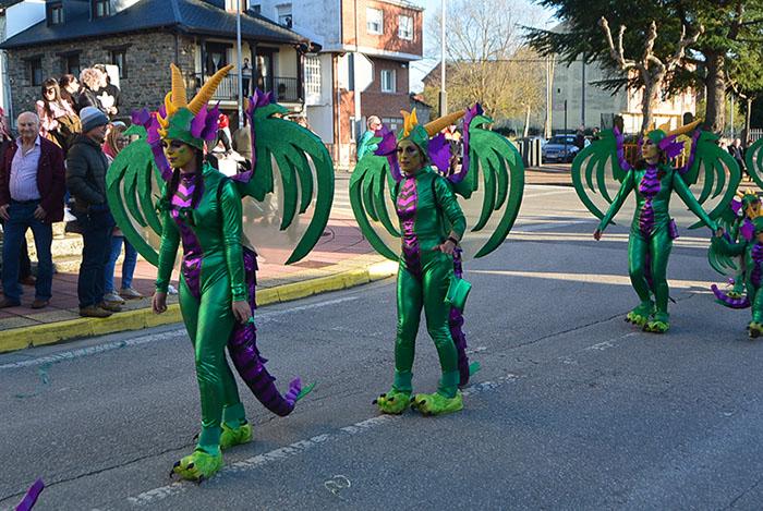 Álbum de fotos: El sol acompaña al Carnaval de Cubillos del Sil 81