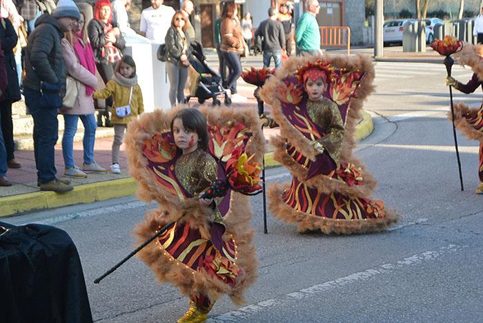 Álbum de fotos: El sol acompaña al Carnaval de Cubillos del Sil 87
