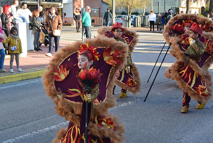 Álbum de fotos: El sol acompaña al Carnaval de Cubillos del Sil 88