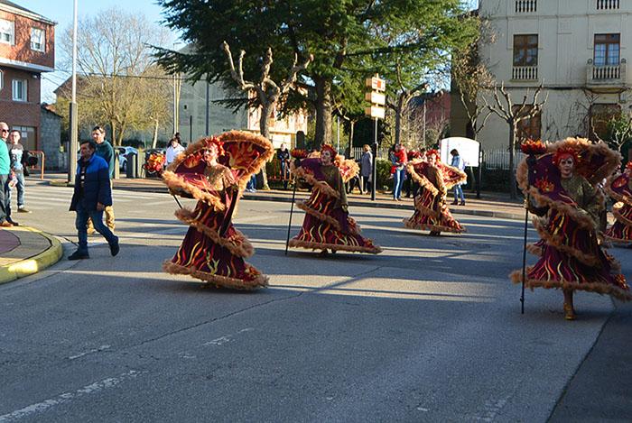 Álbum de fotos: El sol acompaña al Carnaval de Cubillos del Sil 89